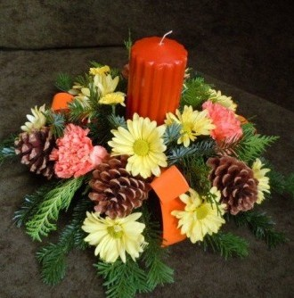 Flower Cottage Cortez autumn arrangement of pine cones and daisies